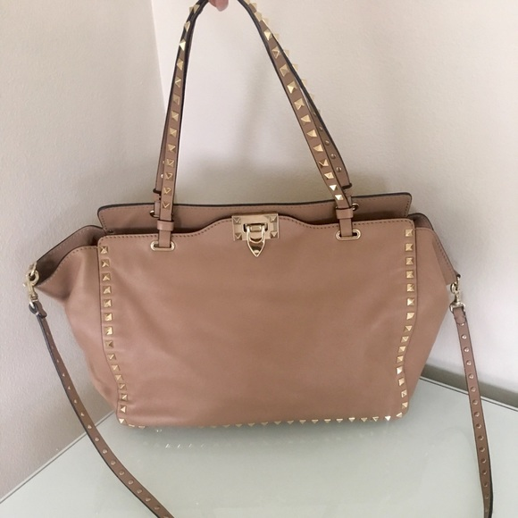 1cc31e0144da Valentino Rockstud Handbag. M 5ad3cef78af1c5fd9c4398b5